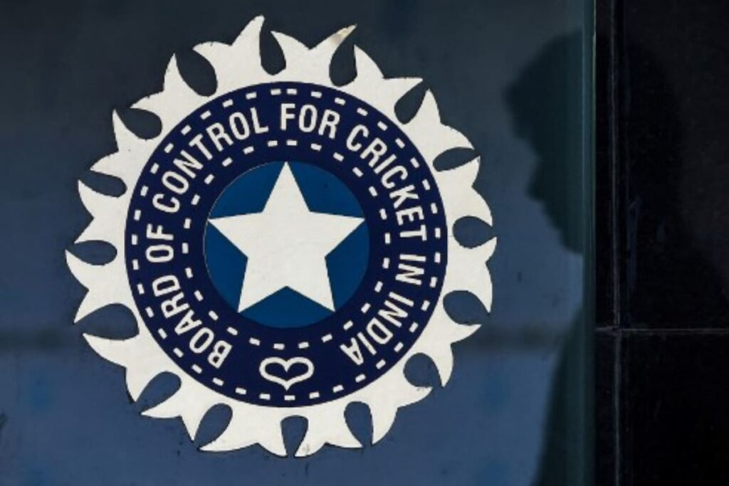 """Finally some good news comes in for the Indian domestic cricket as the BCCI has announced to increase the match fee of domestic cricketers. On Monday, the BCCI Secretary Jay Shah announced that the senior players who have played over 40 matches will get Rs 60,000. At the BCCI Apex Council meeting on Monday, the BCCI Officials decided that a compensation package will be handed to domestic cricketers as the Indian domestic calendar was severely affected in the 2020-2021 season due to COVID-19. The BCCI secretary Jay Shah announced that cricketers who participated in 2019-20 domestic season will get 50 per cent additional match fee as compensation for season 2020-2021 loss due to COVID-19 situation. Taking to twitter Jay Shah wrote, """"Cricketers who participated in 2019-20 Domestic Season will get 50 per cent additional match fee as compensation for season 2020-21 lost due to COVID-19 situation #BCCIApexCouncil."""" The Officials have also decided to grant a hike in match fee of domestic cricketers. """"I am pleased to announce the hike in match fee for domestic cricketers. Seniors – INR 60,000 (above 40 matches). Under 23- INR 25,000, Under 19 – INR 20,000 #BCCIApexCouncil"""". A working committee formed by the BCCI to look into the compensation package of 50% of the total match fee. The committee comprised of former India skipper Mohammed Azharuddin, Santosh Menon, Jaydev Shah, Yudhvir Singh, Rohan Jaitley, Avishek Dalmiya, and Devajit Saikia."""